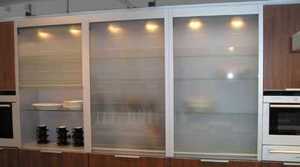 Transparente Eleganz - Glasrollladen für den Möbe ... Holzweb.net ...